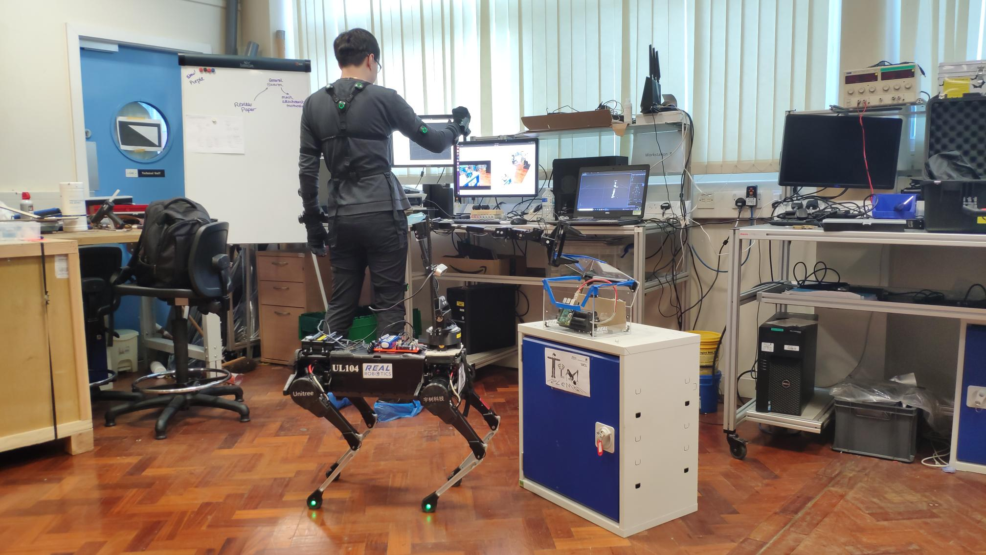 First demonstrations in the Real Robotics lab